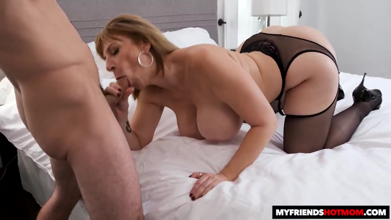 Son Fucking Big Booty Mom